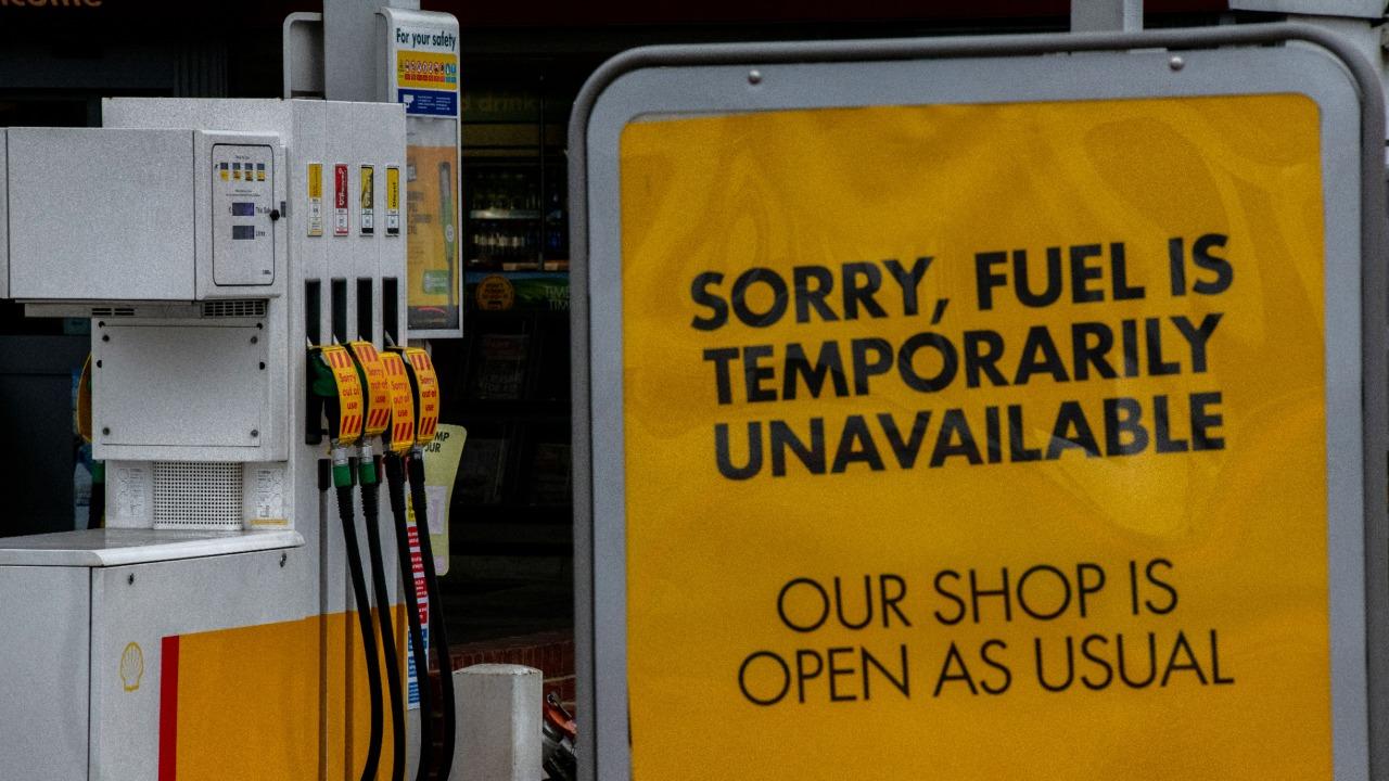 Crisis de gasolina en Reino Unido a falta de camioneros