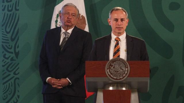 Hugo López-Gatell y Andrés Manuel López Obrador, durante la conferencia mañanera
