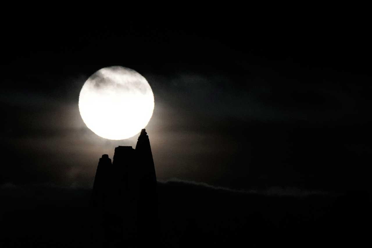 Luna de Cosecha en Whitby Abbey, Inglaterra, en 2021