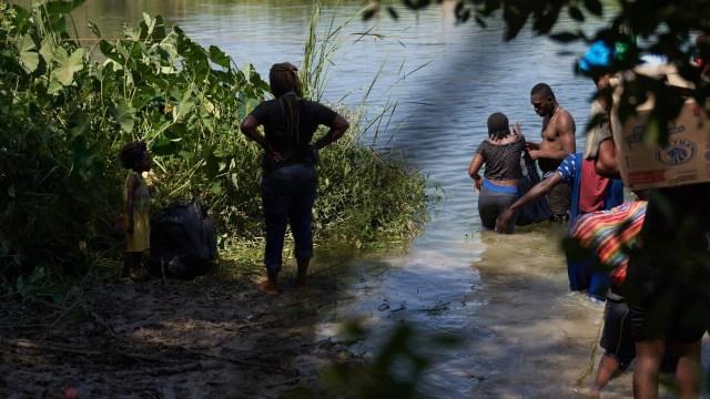 Migrantes haitianos en ciudad Del Río, Texas