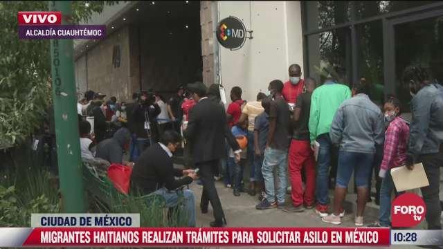 migrantes haitianos hacen tramites para solicitar asilo en mexico