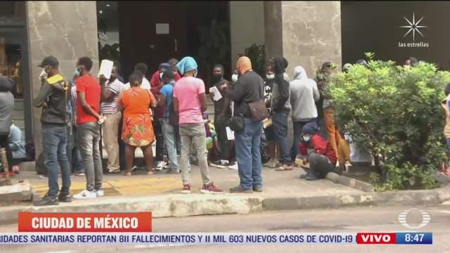 migrantes haitianos realizan tramite de refugio en mexico