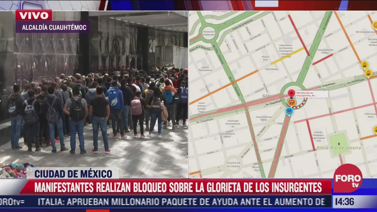 personas se manifiestan por el asesinato de los 43 normalistas de ayotzinapan a las afueras de la fiscalia general de la republica fgr
