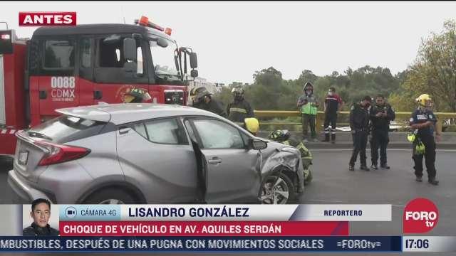 camioneta y vehiculo compacto protagonizan aparatoso accidente en la cdmx