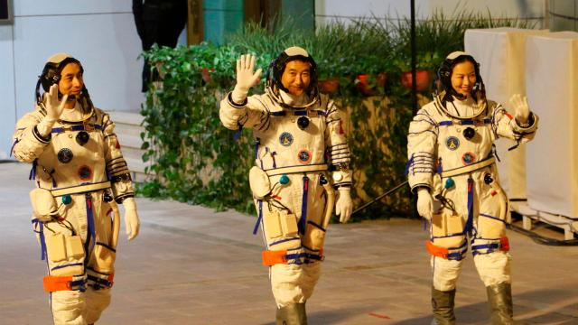 Nave Shenzhou-13 se acopla a la estación espacial china Tiangong