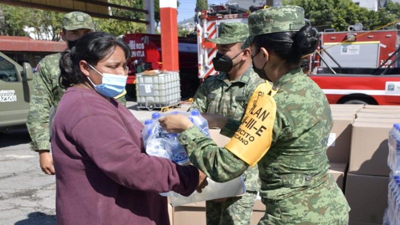 Ejército reparte despensas a damnificados del Cerro del Chiquihuite