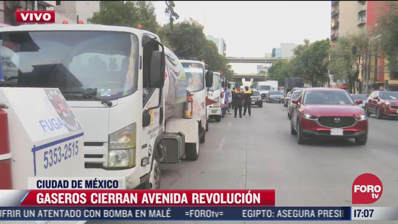gaseros realizan bloqueo en avenida revolucion