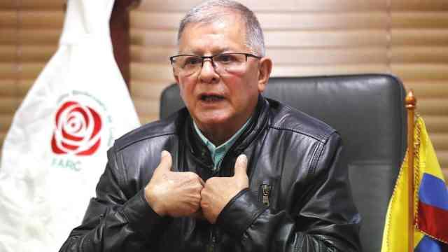 El exjefe guerrillero Rodrigo Granda mientras habla durante una entrevista (EFE)