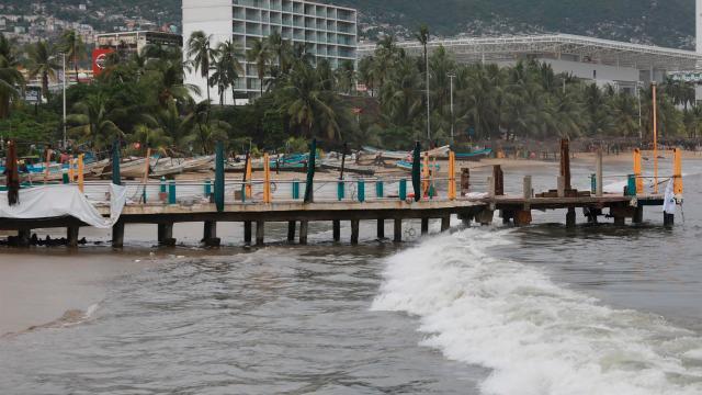 Huracán Rick se degrada a categoría 1 en Michoacán