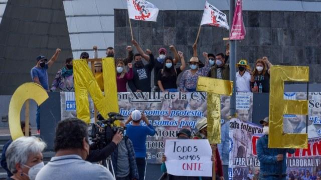 Maestros de la CNTE de Michoacán se manifestan para exigir estabilidad salarial. Fuente Cuartoscuro, archivo
