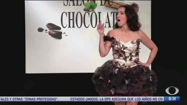 modelos vestidas con chocolate desfilan en pasarela de paris