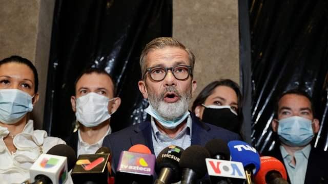 Oposición venezolana repudia el retraso del diálogo en México.