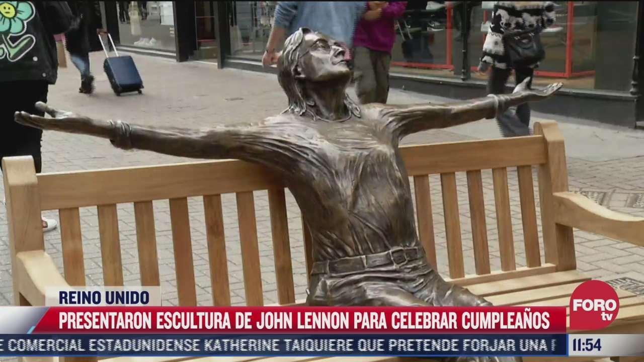 presentan escultura de john lennon para celebrar cumpleanos