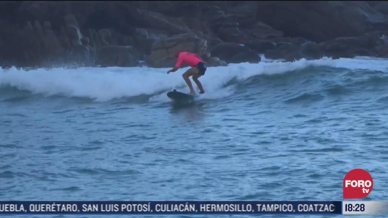 surfistas de puerto escondido dan clases a turistas y locales