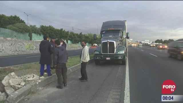 trailer impacta a vehiculo en la carretera mexico puebla