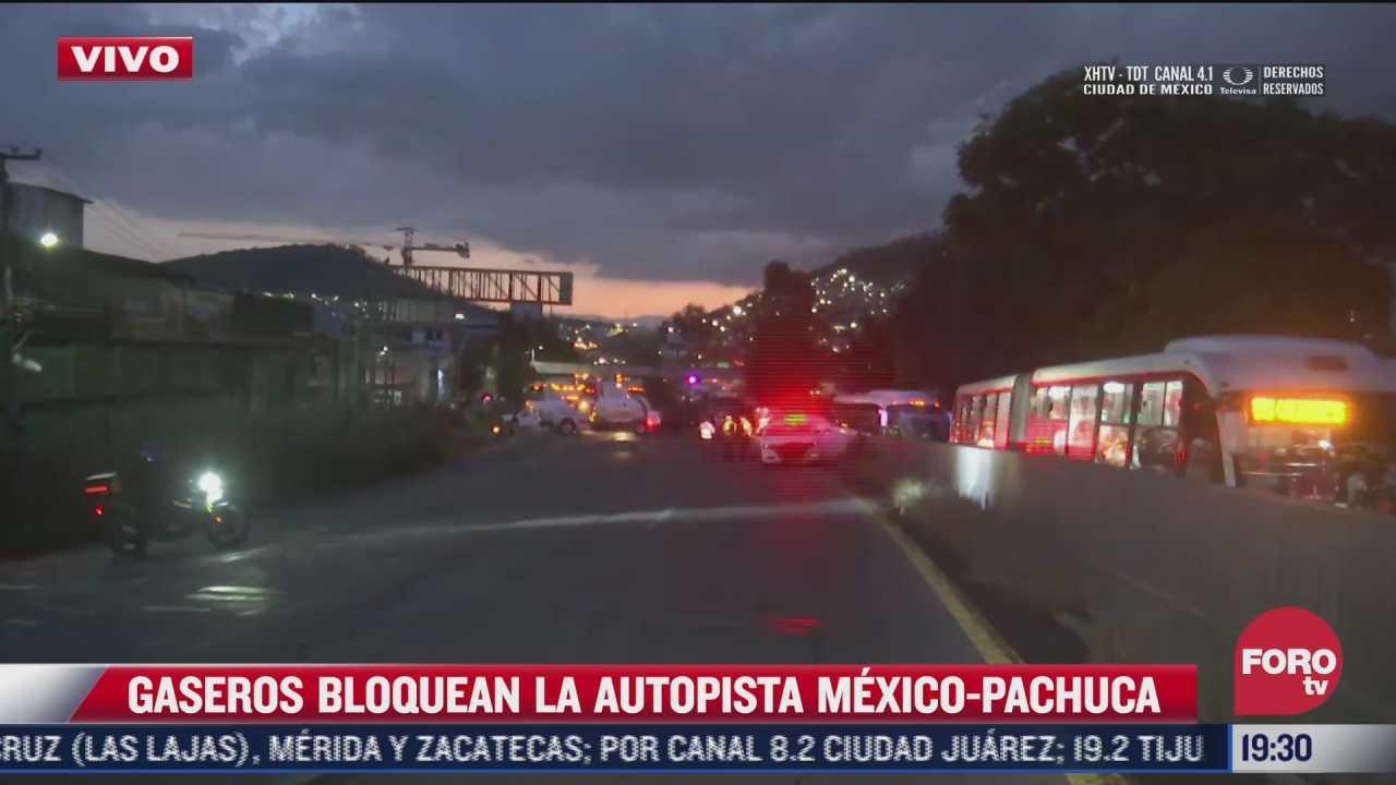 usuarios del mexibus tambien sufren con bloqueo de gaseros en la mexico pachuca