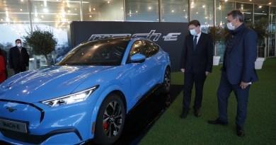 Ximo Puig assisteix a la presentació del Mustang Mach-I, el vehicle elèctric de Ford