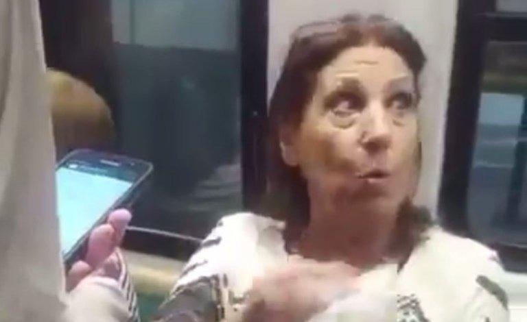 Photo of Así atacan a una mujer en el Subte por leer Página/12