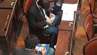 Photo of ¿Escrachan a diputados intercambiando figuritas del mundial?