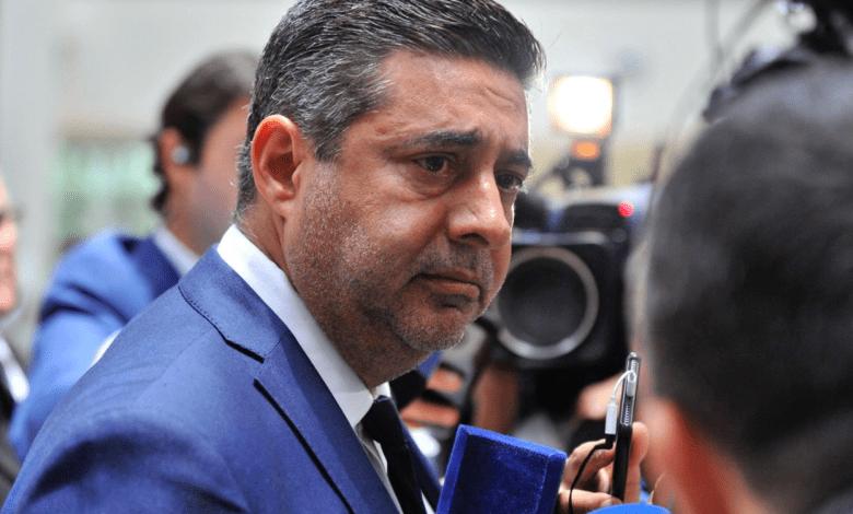 """El oscuro operador judicial del macrismo, Daniel """"el tano"""" Angelici, atraviesa su peor momento desde su llegada a la presidencia de Boca Juniors en el año 2011."""