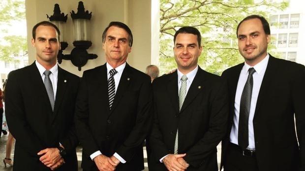 Photo of La familia Bolsonaro indignada por la inminente libertad de Lula