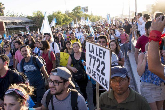 Photo of Mendoza: luego de la represión, las manifestaciones siguen