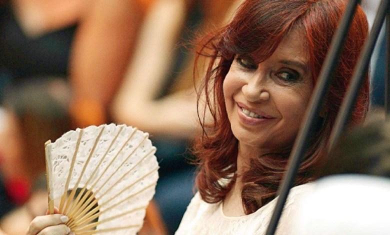 Photo of Cristina Kirchner vuelve a ser Presidenta después de 1503 días