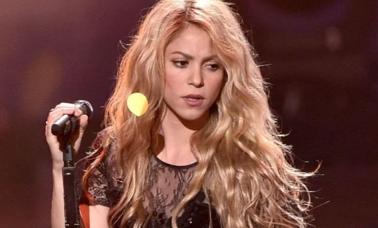 Photo of Shakira deja de fabricar sus perfumes para ayudar a producir alcohol en gel