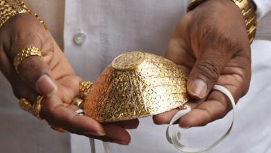 Photo of Hombre usa tapabocas de oro a pesar de no estar seguro de su eficacia