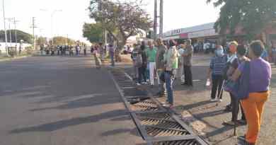 Pensionados tomaron la Jacinto Lara ante falta de efectivo en banco Bicentenario (FOTOS)