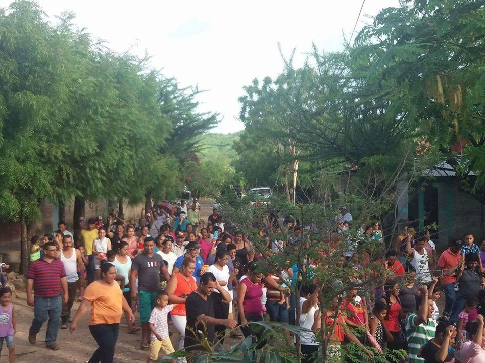 Pobladores de Mina La India protestan en contra de empresa minera Condor Gold