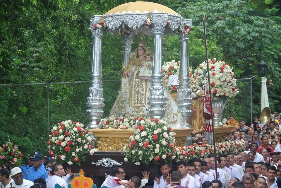 Miles de católicos celebran a la Virgen de Mercedes en León