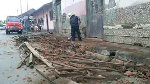 Colapsa techo de vivienda en León.