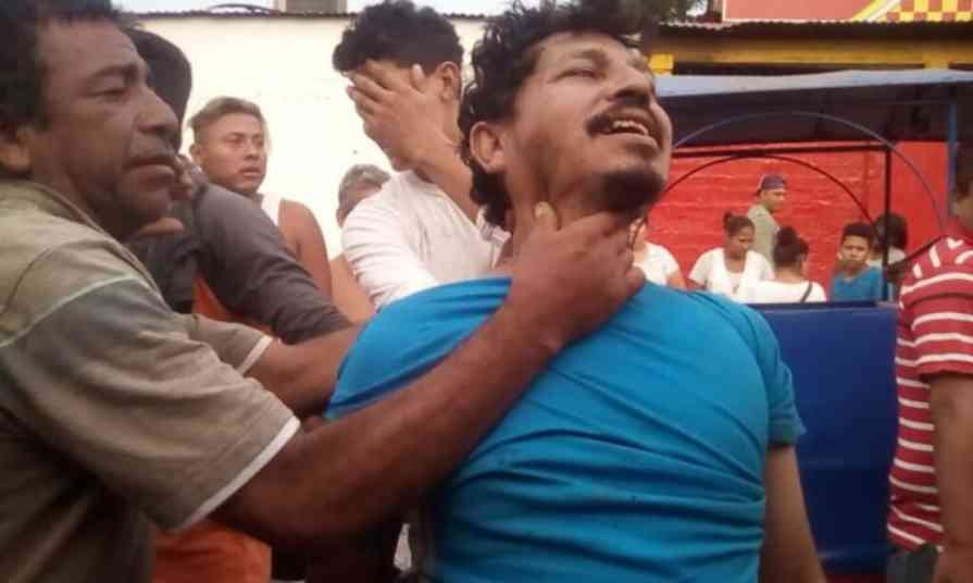 Comerciantes linchan a ladrón en Terminal de Buses