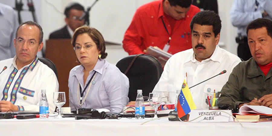 Calderón y Maduro pelean en Twitter por partido de futbol de Venezuela