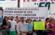 Docentes y padres de familia piden liberación de profesores