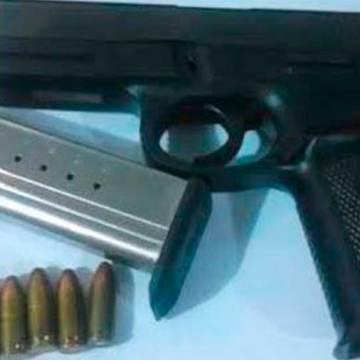 SSyPC y Policía Municipal detienen a sujetos que portaban arma de fuego y cartuchos útiles