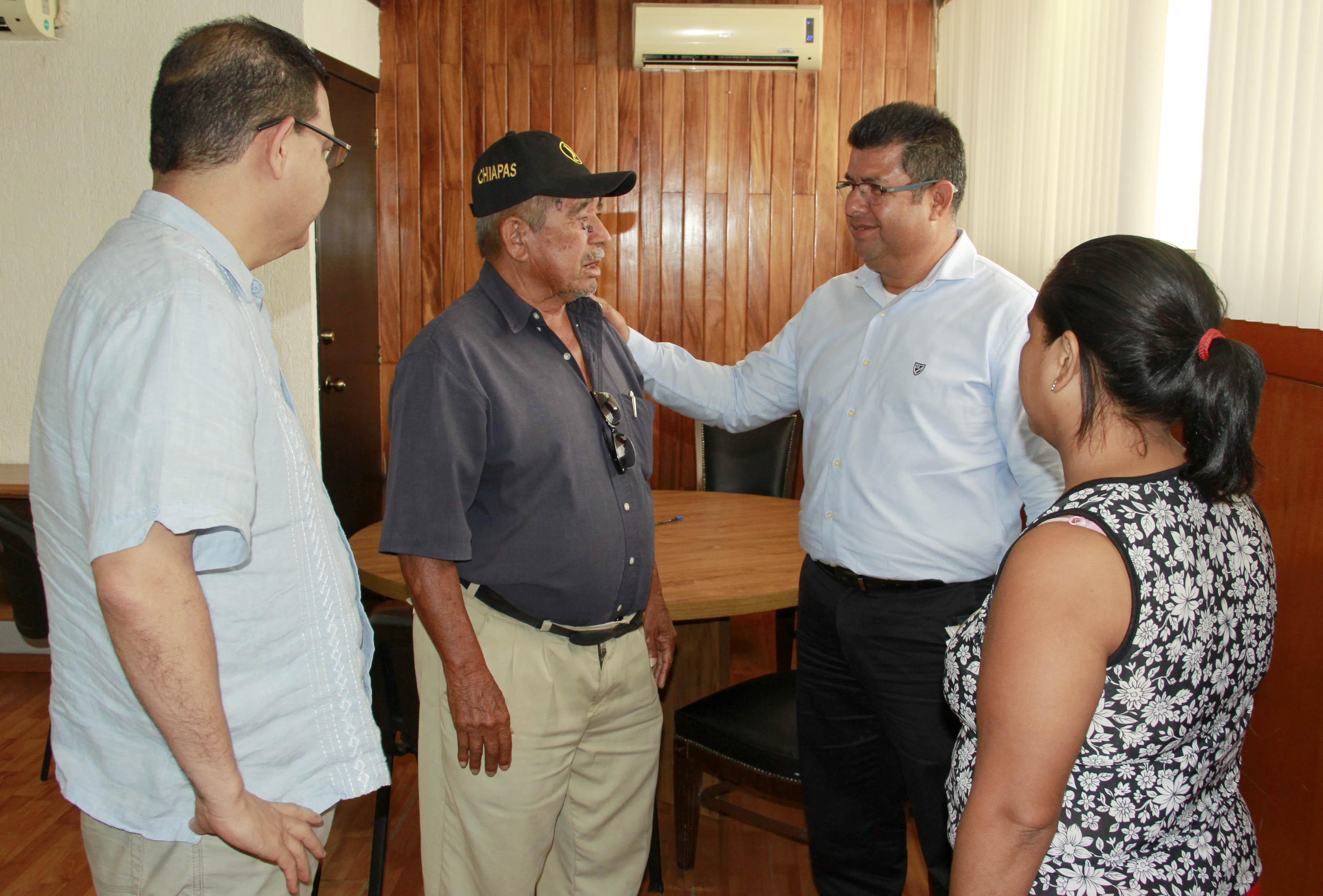 Concluye plantón ex trabajador del Ayuntamiento de Pichucalco