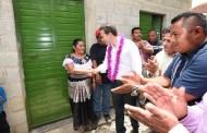 En Chilón, entrega Velasco cuartos dormitorios para abatir el hacinamiento