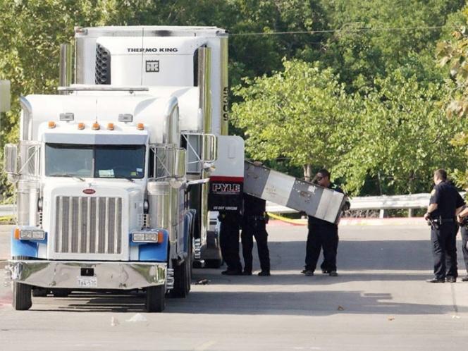 Eran mexicanos 4 de los 10 migrantes muertos en tráiler de Texas