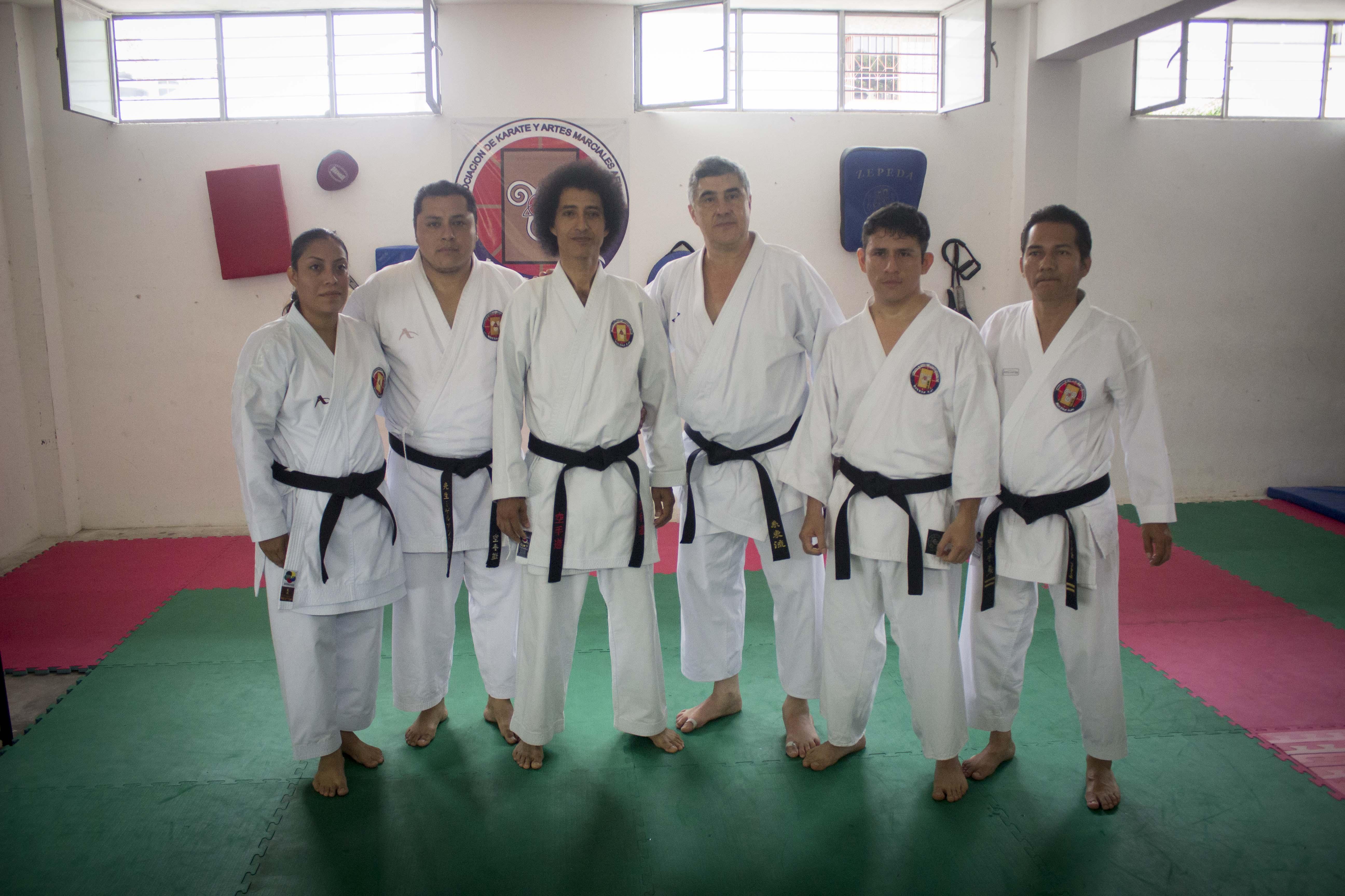 Imparten Seminario de Técnicas de Karate Do