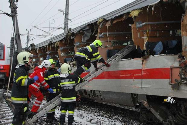 Choque de trenes en Austria deja al menos un muerto