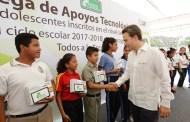 Entrega Velasco más de mil tabletas electrónicas a estudiantes de secundaria