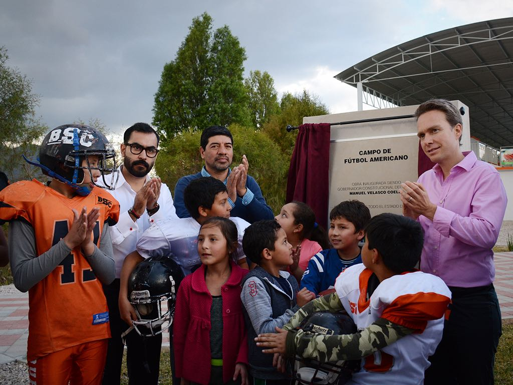 MVC inaugura remodelación del estadio de futbol americano en San Cristóbal