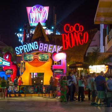 """Refuerzan vigilancia en bares y discotecas de Cancún por """"Spring Break»"""