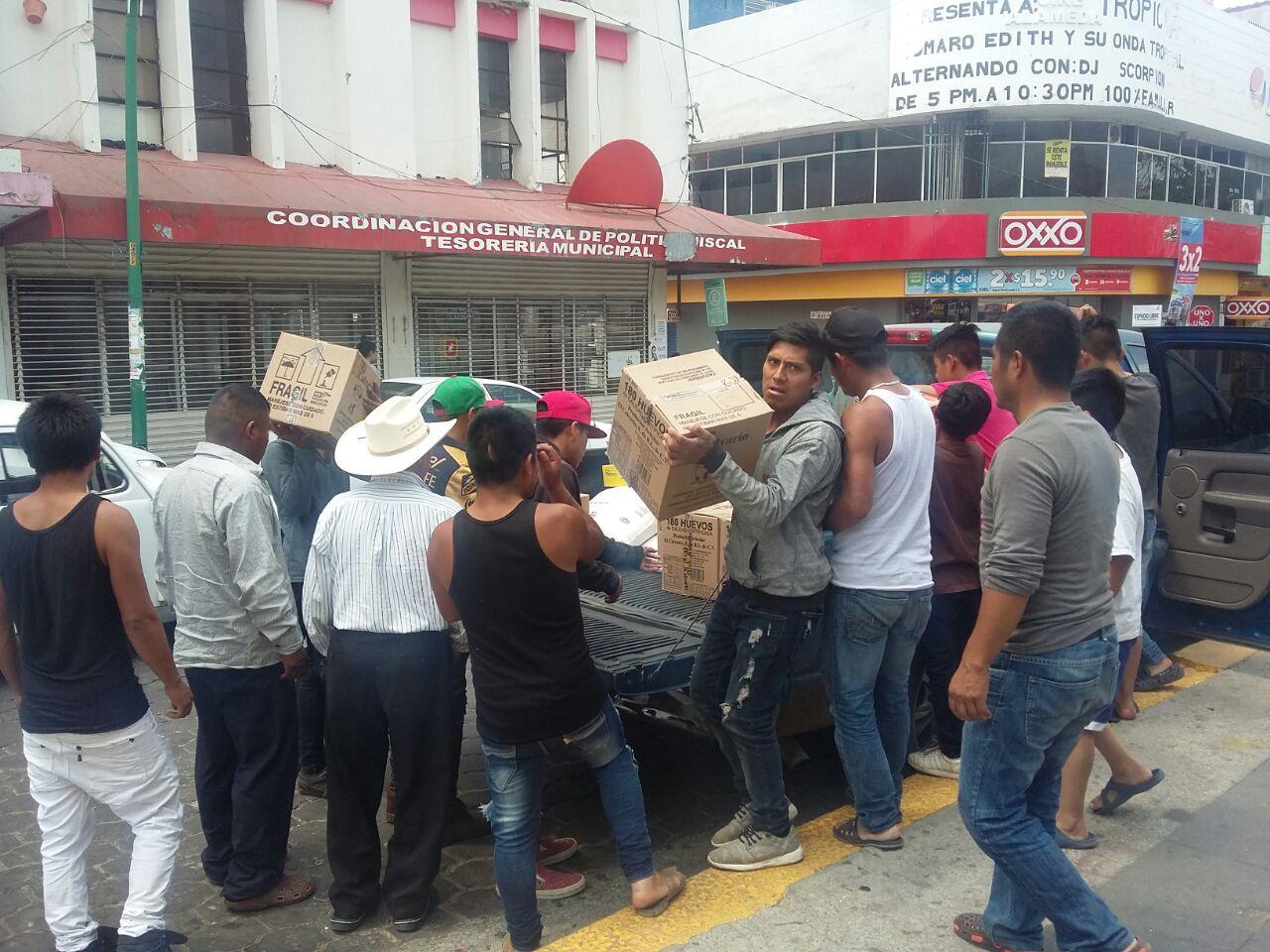 Continua la entrega de alimentos a personas del ejido puebla de Chenalhó
