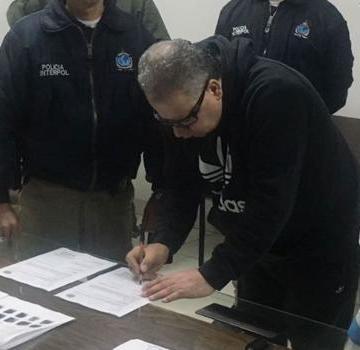 Extradita Colombia a EU a ex jefe paramilitar «Don Mario»
