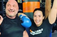 Demi Lovato le tira el diente a su entrenador de MMA