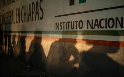 Cientos de migrantes siguen fuera de estación Siglo XXI en Tapachula