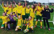 Equipo femenil de Inglaterra se corona campeón en liga masculina de futbol